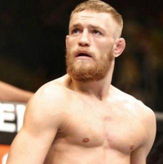 Conor McGregor durante un combate con UFC