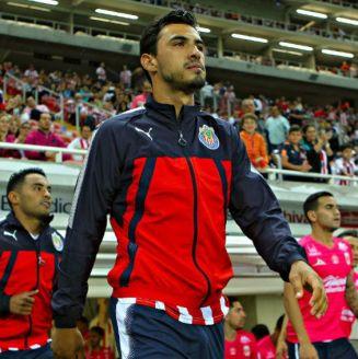 Oswaldo Alanís salta a la cancha para un juego con Chivas en el A2017