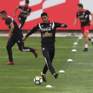 Wilder Cartagena, durante un entrenamiento con Perú