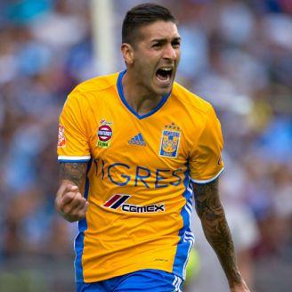 Ismael Sosa celebra una anotación con Tigres
