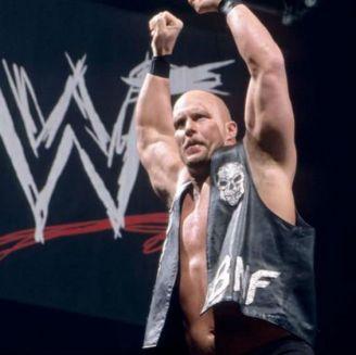 Stone Cold celebra una victoria en WWE
