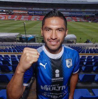 Joel Sánchez porta con orgullo los colores del Querétaro