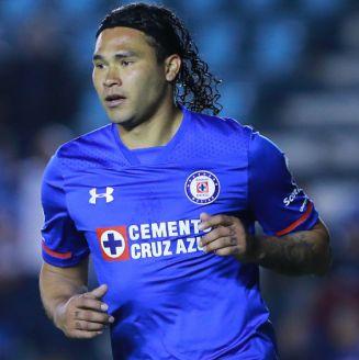 Carlos Peña durante un partido con Cruz Azul