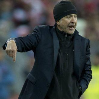 Osorio dirige al Tri durante el encuentro contra Polonia