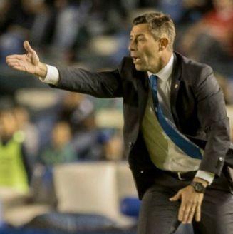 Caixinha lanza una indicación a sus jugadores en el deulo vs León