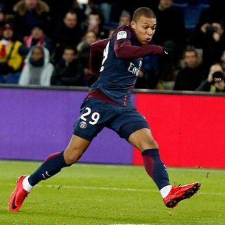 Mbappé encara al portero del Dijon