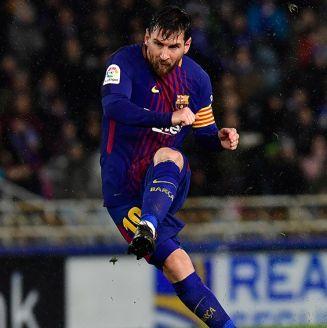 Messi lanza un disparo en juego del Barcelona