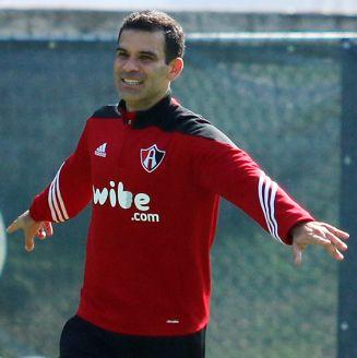Rafa Márquez celebra durante un entrenamiento