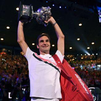 Federer levanta el título para la afición