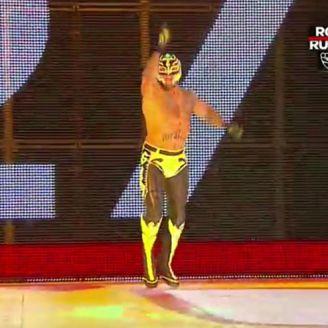 Rey Mysterio entra a Royal Rumble