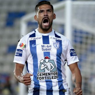 Franco Jara celebra un gol con Pachuca