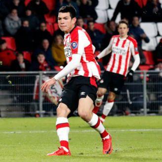 Chucky Lozano durante un partido en el PSV