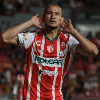 Carlos González festeja tras marcar un gol contra Rayados