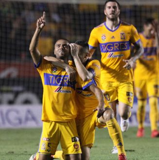 De Souza celebra el segundo gol de Tigres