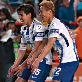 Honda celebra un gol con Pachuca