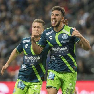 Lucas Cavallini celebra gol contra Rayados