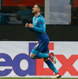 Ramsey celebra gol contra Milan