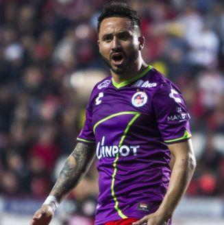 Osmar Mares, en acción durante el partido contra Xolos