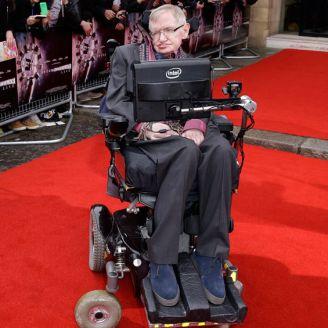 Stephen Hawking llega a un evento en Londres