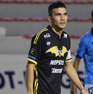 Ezequiel Orozco en un partido con Murciélagos