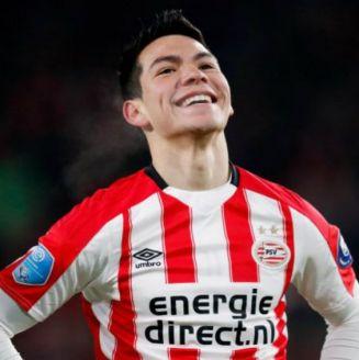 Lozano sonríe en el juego contra el VVV Venlo