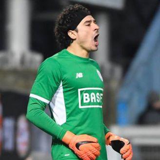 Ochoa celebra un gol del Standard en la Jupiler Pro League
