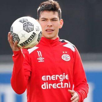 Hirving Lozano en una práctica del PSV