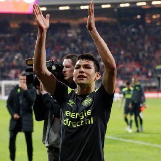 Lozano celebra una anotación con el PSV