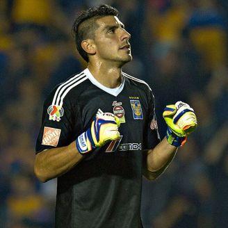 Nahuel Guzmán celebra una anotación con Tigres