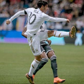 Carlos Vela dispara a puerta en un partido de LA FC