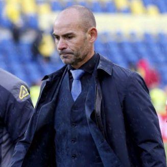Paco Jémez y David Simón, cabizbajo tras perder vs el Alavés