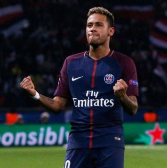 Neymar festeja gol con París-Saint Germain