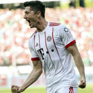 Lewandowski celebra gol contra Hannover