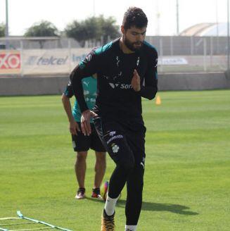 Néstor Araujo entrena con Santos Laguna tras su lesión