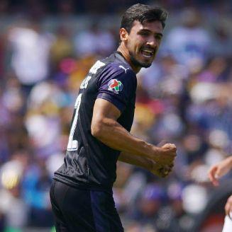 Alanís celebra un gol en un partido de Chivas