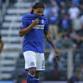 Carlos Peña, en un juego de Cruz Azul