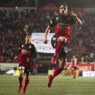 José Rivero festeja gol en el Caliente