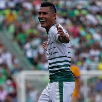Osvaldo Martínez celebra un gol contra Tigres