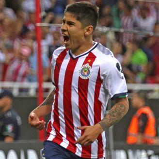 Eduardo López celebra un gol con Chivas en Concachampions
