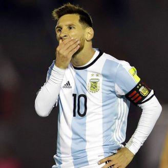 Messi se lamenta en un juego con Argentina