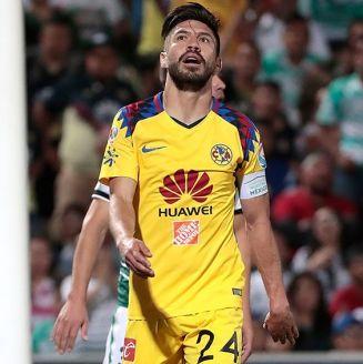 Oribe Peralta se lamenta en partido contra Santos