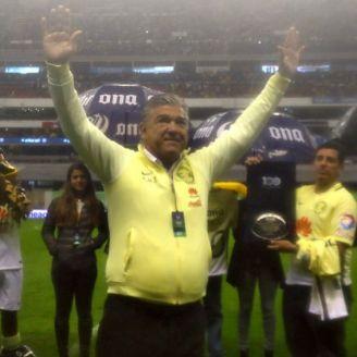 Zelada recibe reconocimiento como el mejor portero del América