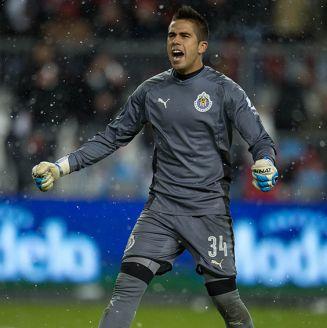 Miguel Jiménez celebra en juego de Chivas