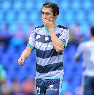 Jorge Villafaña se lamenta durante un encuentro con Santos