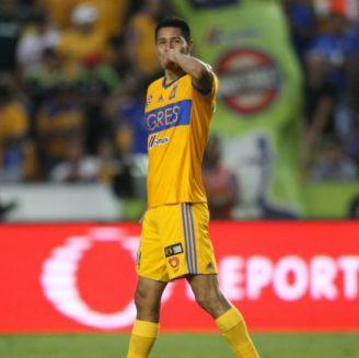 Hugo Ayala festeja gol con Tigres