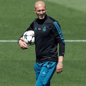 Zidane dirige una sesión con el Real Madrid