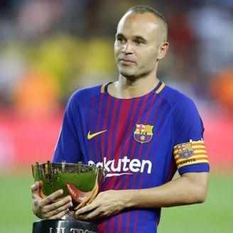 Iniesta tras la obtención de un premio en Camp Nou