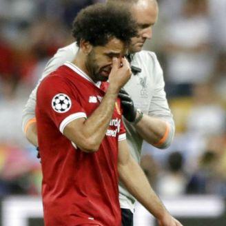 Salah abandona la cancha entre lágrimas