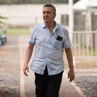Vergara camina en las instalaciones de Chivas