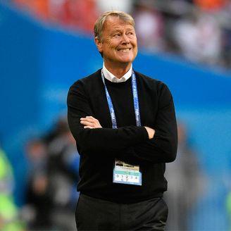 Age Hareide, durante el juego de Dinamarca contra Perú